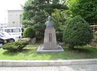 鷲山 教悟様銅像