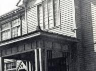42.昭和7年 新築移転した北陸中学校本館正面玄関