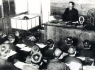 38 昭和3年 階段教室での授業風景